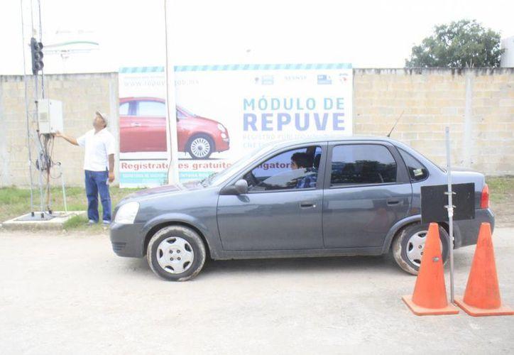 El Repuve ayuda a detectar vehículos robados. (Harold Alcocer/SIPSE)
