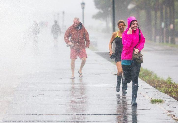 Los efectos del huracán 'Joaquín' podrían causar inundaciones en la costa de las islas Bermudas. (EFE)
