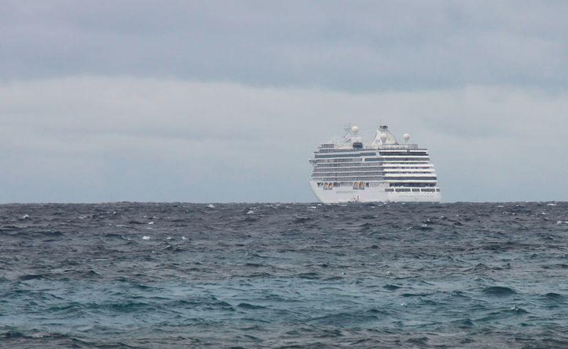 Mal tiempo impide que crucero atraque en Cozumel. (Gustavo Villegas/SIPSE)