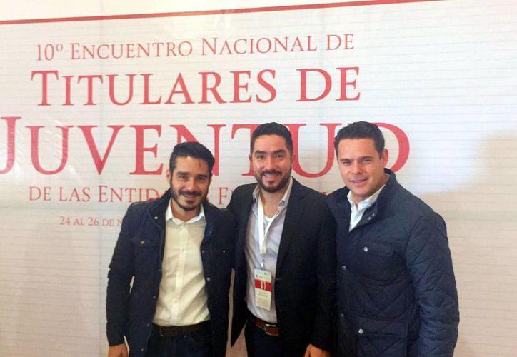 Luis Borjas Romero (centro) participó  en el encuentro de titulares de la Juventud realizado en Chapala, Jalisco.  (Milenio Novedades)