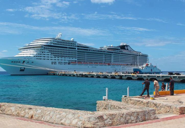 El MS Divina llegó el miércoles a Cozumel y zarpará hasta el jueves por la tarde. (Gustavo Villegas/SIPSE)