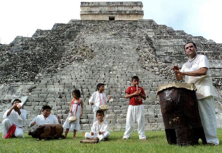 Moisés Hernández y los Niños Percusionistas del Chak Xulub Chen se presentarán este viernes 21 de diciembre en la explanada del Centro de Convenciones Yucatán Siglo XXI. (Cortesía)