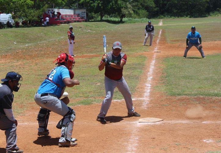 Los escualos han sorprendido en la liga chetumaleña donde la competencia está al rojo vivo. (Miguel Maldonado/SIPSE)