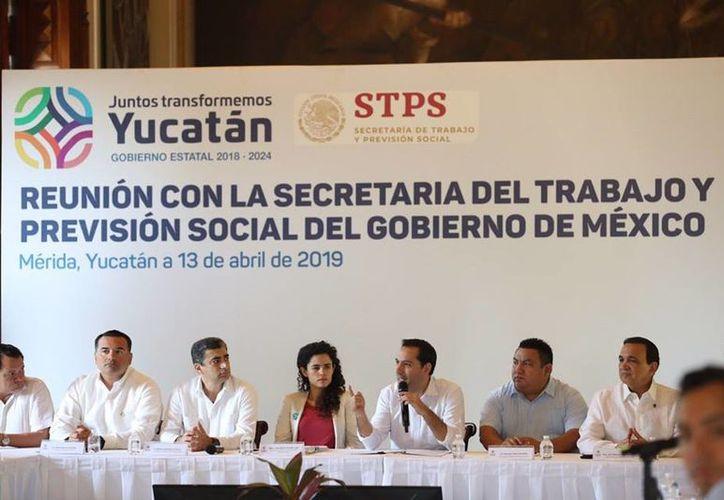 El gobernador insistió en su llamado al sector empresarial yucateco para que sea un promotor y apoyo de este programa desde sus propios negocios. (Redes sociales)