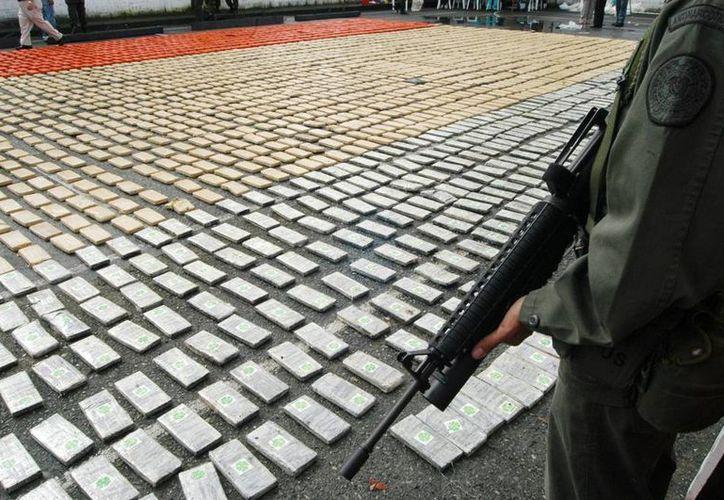 Los agentes hallaron 139 paquetes con alrededor de 140 kilos de cocaína, de acuerdo a la información oficial, que precisó que el conductor del camión, un costarricense de apellido Valverde, fue detenido. (EFE)