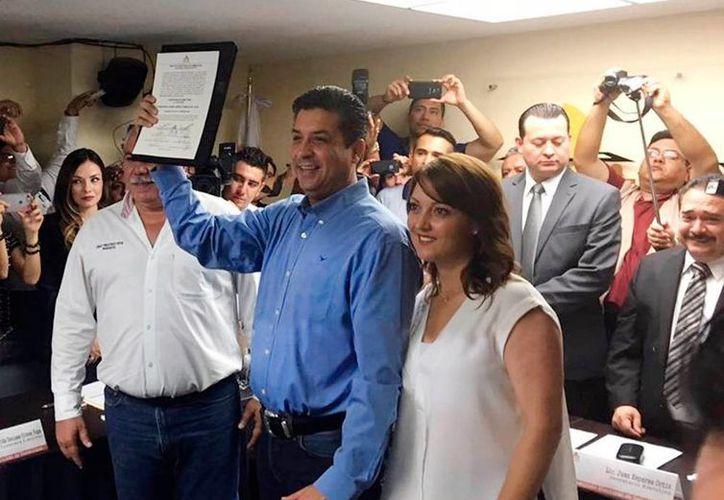 Francisco Javier Cabeza de Vaca recibió su constancia de mayoría como gobernador electo en Tamaulipas. (Notimex)