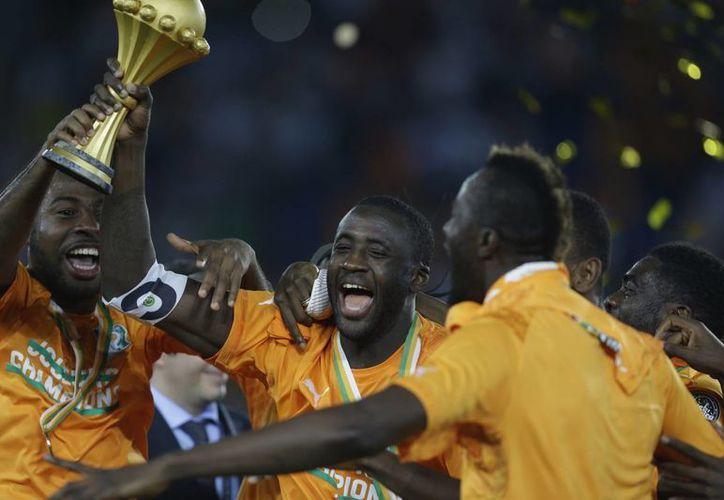 Ante la ausencia de Drogba, Yaya Touré se echó el equipo al hombro. (Foto: AP)