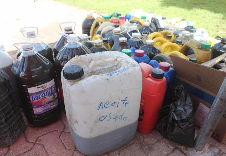 los aceites quemados vertidos en el suelo, pueden pegarse en las tuberías ocasionando rebosamientos. (Daniel Pacheco/SIPSE)
