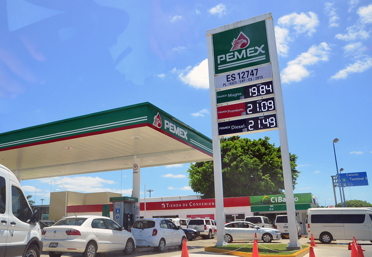 La relación de precios de gasolinas y diésel reportados por la CRE, establece, si bien existe una amplia variación por cada municipio y estación de servicio, que Cancún está el rango de precios más alto. (Karim Moisés/SIPSE)
