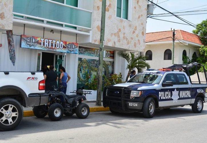 Ladrones se llevaron equipo y material de un negocio de tatuajes del centro de Playa del Carmen. (Redacción/SIPSE)