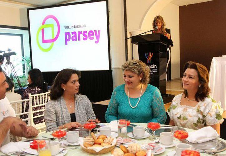Las damas voluntarias de Parsey en el primer evento social que organizan. (Cortesía)