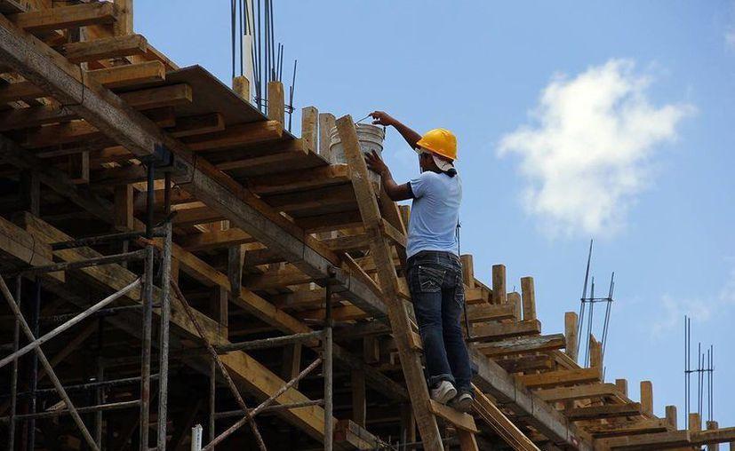 5.8 millones de plazas fueron las que se registraron en 2012 y de acuerdo con la CMIC se generarán en 2013 otras 200 mil adicionales. (Archivo Sipse)