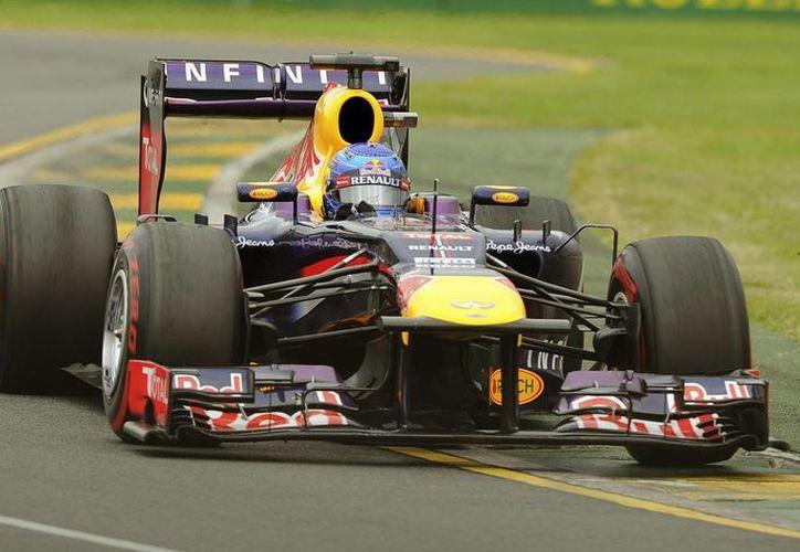 Sebastián Vettel firmó la trigésima séptima 'pole' de su carrera. (Agencias)