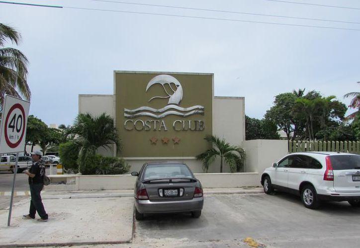 Se salvó de la cárcel un hombre que agredió a su mujer, y luego arremetió contra otro, a quien acuchilló, en el centro vacacional hotel Costa Club, en Progreso.  (SIPSE)