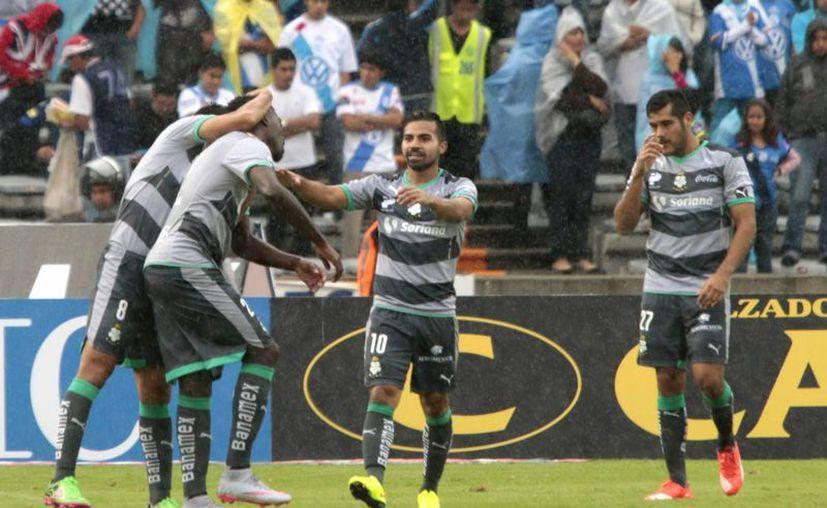El Guerreros del Santos Laguna consiguieron su segunda victoria del torneo al derrotar al Puebla por un gol a cero, la tarde de este domingo en el estadio Universitario BUAP. (Notimex)