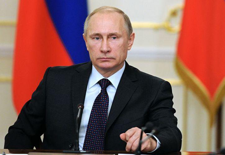 Putin anunció la medida en una entrevista difundida por la cadena televisiva pública Rossia 24. (El Universo)