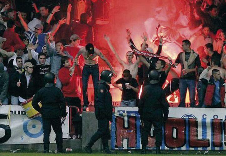 La muerte de un aficionado y las lesiones a 11 personas se dieron previo a un partido entre el Deportivo La Coruña y Atlético de Madrid. (interviu.es/Foto de contexto)