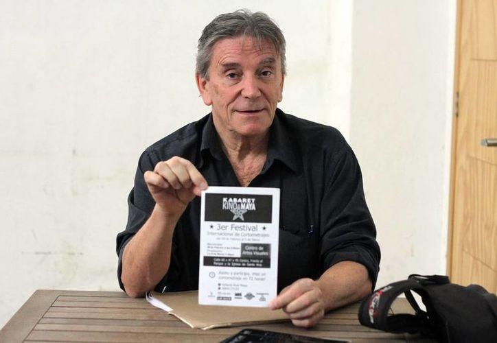 Bernard Fotbute promueve un evento de cortometrajes, como parte del el Festival Internacional de Cortometrajes Kabaret Kino Maya. (Milenio Novedades)