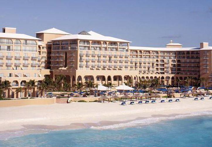 En abril de 1993 inició operaciones el hotel en este destino. (Cortesía/SIPSE)