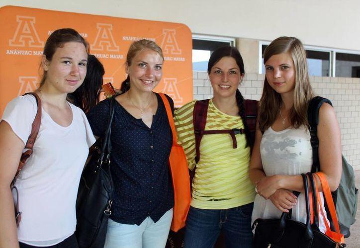 Provenientes de otros países, estudiantes extranjeros llegaron a la Anáhuac Mayab para enriquecer sus estudios. (Milenio Novedades)