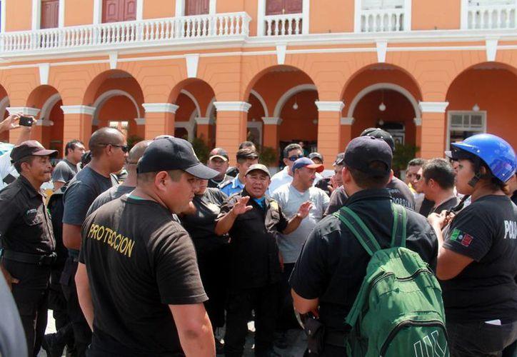 La Fenamm en Yucatán exhortó a los alcaldes electos a no despedir a los agentes policíacos que sean de otro partido político, con el fin de  preservar la seguridad de los ciudadanos. (Milenio Novedades)