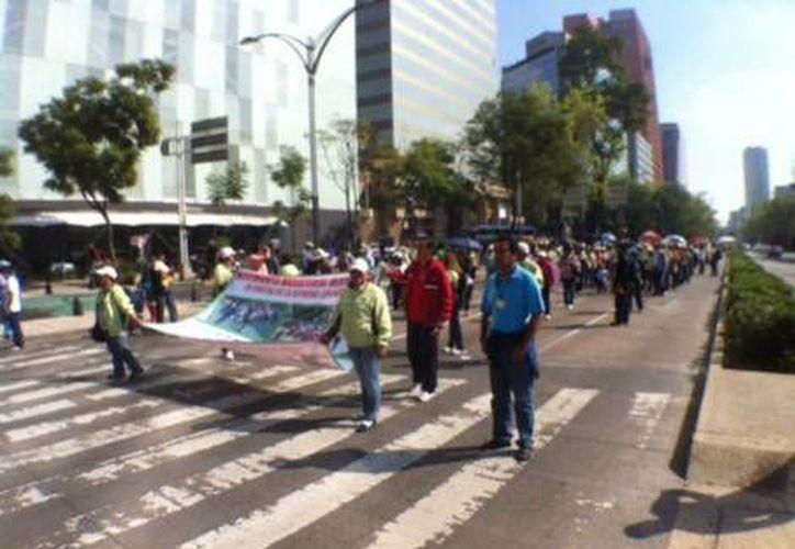 Los maestros del Edomex piden la evaluación a diputados y al presidente Enrique Peña Nieto. (Milenio)