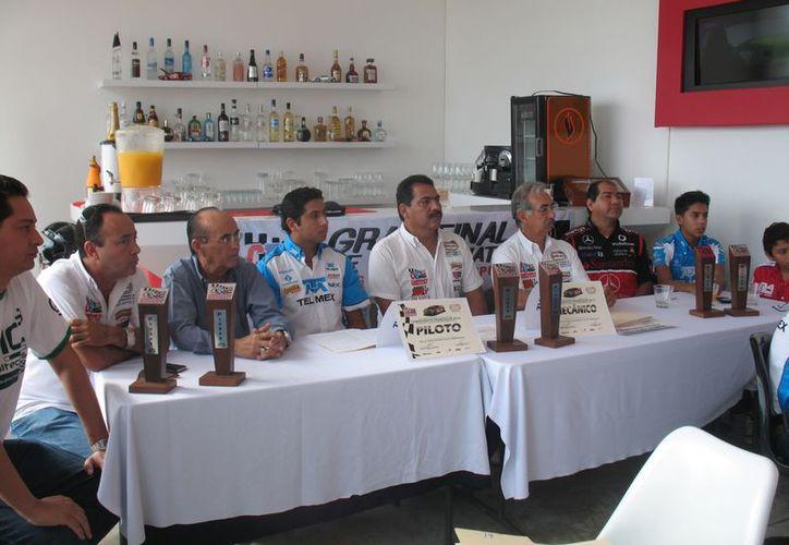 Los organizadores dieron a conocer los pormenores del certamen, ayer en conferencia de prensa. (Raúl Caballero/SIPSE)