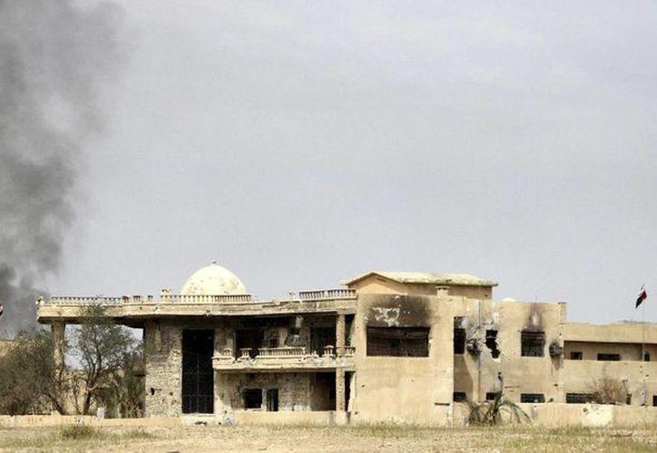 Vista de los combates entre miembros del ejército iraquí y voluntarios chíitas contra miembros del Estado Islámico (EI) en el norte de la ciudad de Tikrit. (EFE/Archivo)