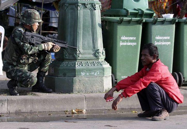 Medios y organizaciones pro derechos humanos camboyanos han hecho eco de los rumores que aseguran que los militares han disparado y golpeado a trabajadores camboyanos ilegales. (EFE/Archivo)