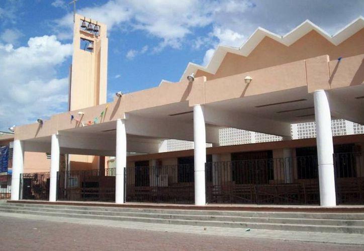 La jornada de adoración al Santísimo se realiza este sábado en varias iglesias de Mérida. (Milenio Novedades)