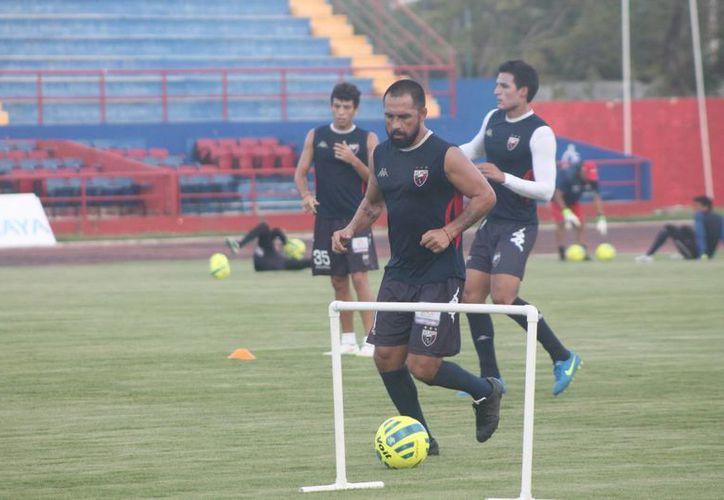Los jugadores del Atlante continúan con su entrenamiento. (Ángel Mazariego/SIPSE)