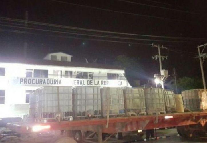 Más de 30 mil litros de gasolina Premium, eran transportados en un tractocamión con semirremolque. (Foto: Excélsior)