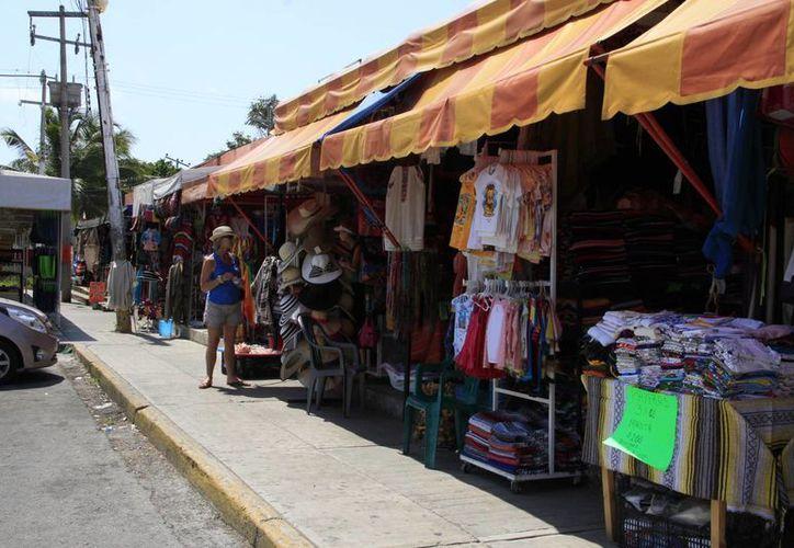Con el regreso de los autobuses, el turismo podrá llegar al mercado 28 directamente desde la zona hotelera. (Tomás Álvarez/SIPSE)