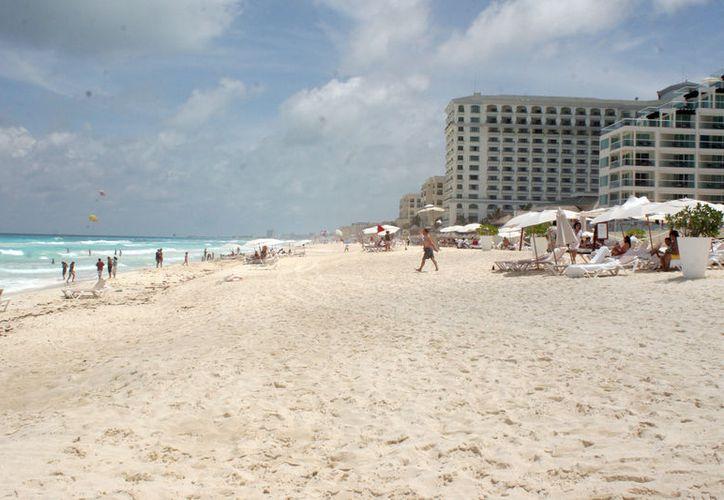 Planean dar mantenimiento a las playas de Quintana Roo. (Israel Leal/SIPSE)