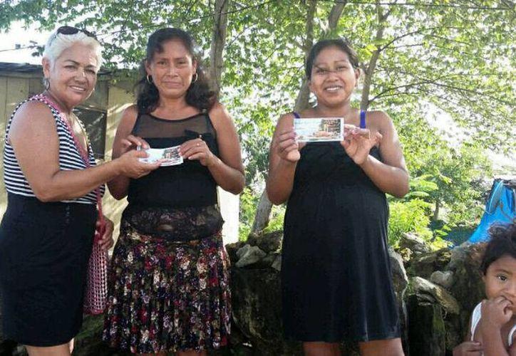 Inició la repartición de los boletos a las familias. (Jesús Tijerina/SIPSE)