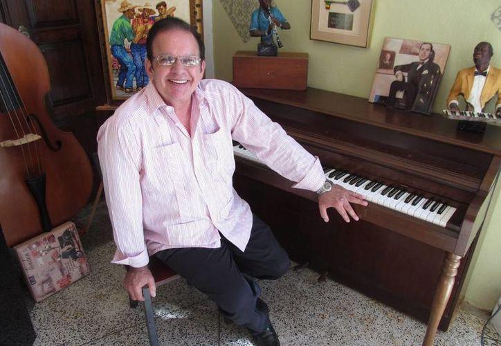 Raphy Leavitt, salsero puertorriqueño de 66 años, falleció este miércoles. (puranoticia.cl)
