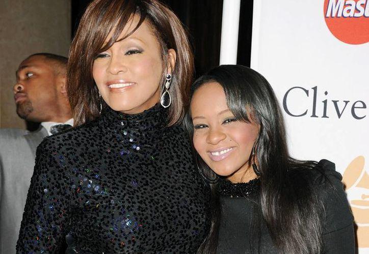 Whitney Houston falleció hace tres años en una bañera. Este sábado su hija Bobbi fue hallada inconsciente en una bañera, casi muerta. (sfexaminer.com)