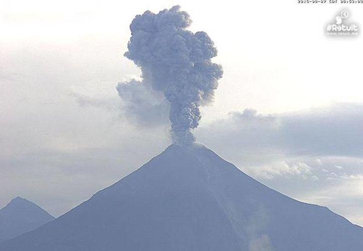 La Segob recordó que el monitoreo del Volcán de Fuego se lleva a cabo de manera continua y permanente. (webcamsdemexico.com)