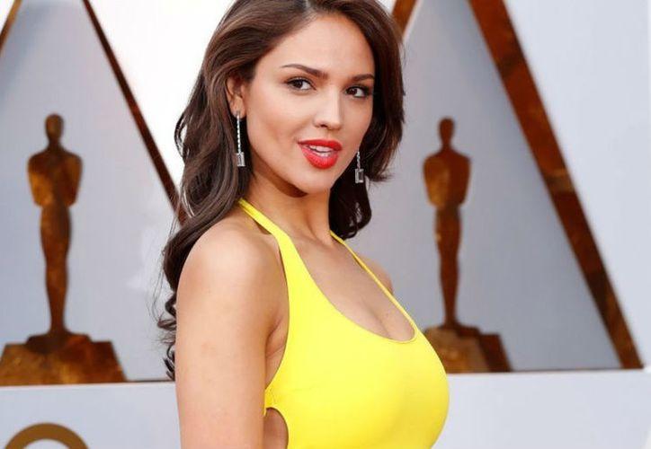 Eiza González fue una de las famosas mexicanas que destacó al desfilar por la alfombra roja de los Premios Oscar. (Contexto/ Internet)