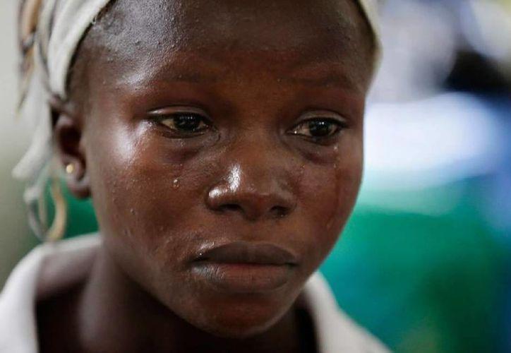 Foto de archivo de Victoria Yillia, la primera sobreviviente de ébola en Sierra Leona. (Agencias)