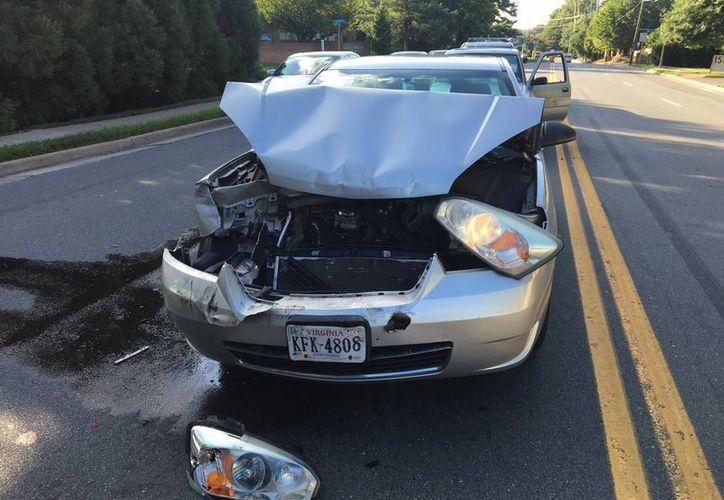 Las muertes de tránsito comenzaron a bajar en el 2008 y alcanzaron su nivel más bajo en seis décadas en el 2011. Imagen de un coche involucrado en un accidente en la carretera McLean, Virginia. (AP/Jennifer C. Kerr)