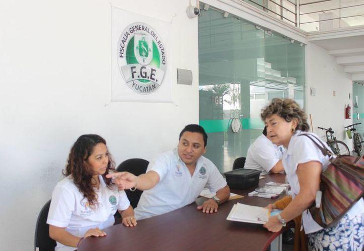 La unidad está compuesta por ocho abogados, divididos en dos turnos, que trabajan 24 horas los 365 días del año. (Luis Fuente/SIPSE)