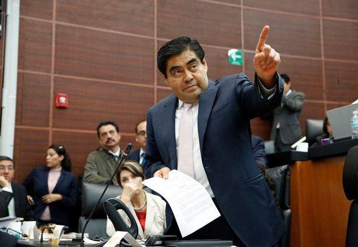 Barbosa buscará la presidencia de la Mesa Directiva del Senado. (Facebook/LMiguel.Barbosa)