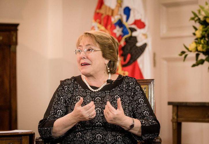 Imagen de la presidenta Michelle Bachelet durante la entrevista en la que habló sobre la gran amistad que une a Chile y México. (Notimex)