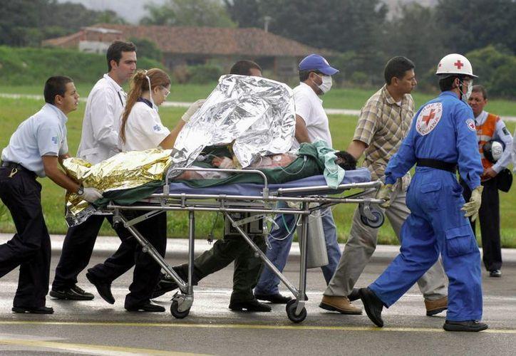 En la imagen de contexto, registro de la atención a otra victima del conflicto interno en Colombia. (EFE/Archivo)