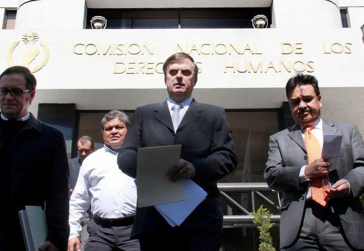 A unos días de que Marcelo Ebrard (c) quedó fuera de las elecciones del PRD, ahora el Movimiento Progresista dio un paso al costado. (Foto de archivo de Notimex)