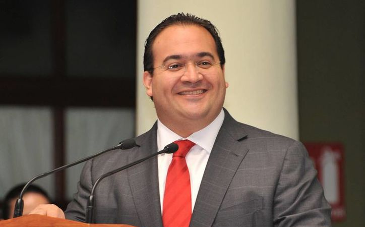 El gobernador de Veracruz, Javier Duarte de Ochoa, fue cuestionado sobre su estatus como militante del PRI, ya que le fueron suspendidos sus derechos hace algunos días. (formato7.com)
