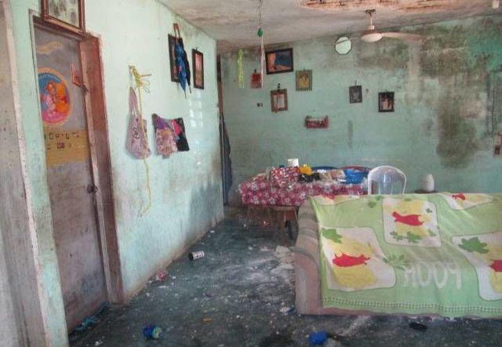 Paramédicos rescataron de entre los escombros a la quincuagenaria. (Archivo/SIPSE)