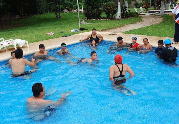 Los jóvenes entrenan tres veces a la semana durante todo el año. (Tomás Álvarez/SIPSE)