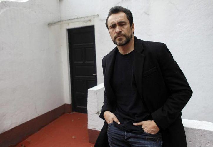 Demian Bichir espera concluir este año su ópera prima 'El refugio' y planea montar 'El último preso' con sus hermanos Bruno y Odiseo. (Agencias)